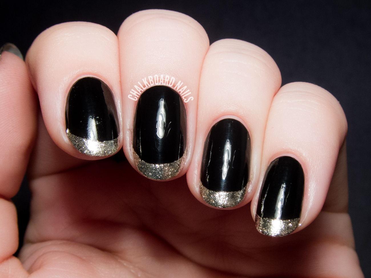 Черный френч с серебром на ногтях