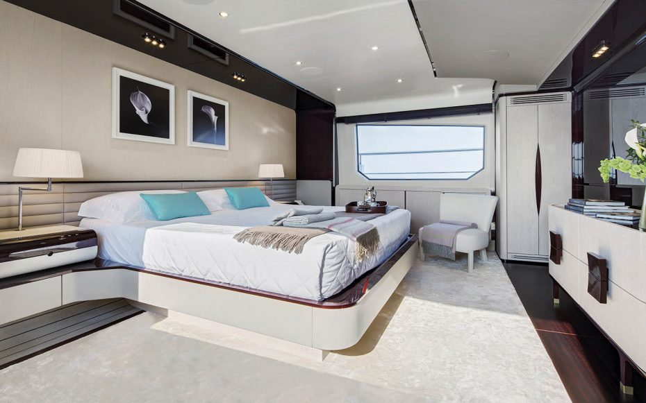Azimut Grande 95 with interior designed by Salvagni Architetti