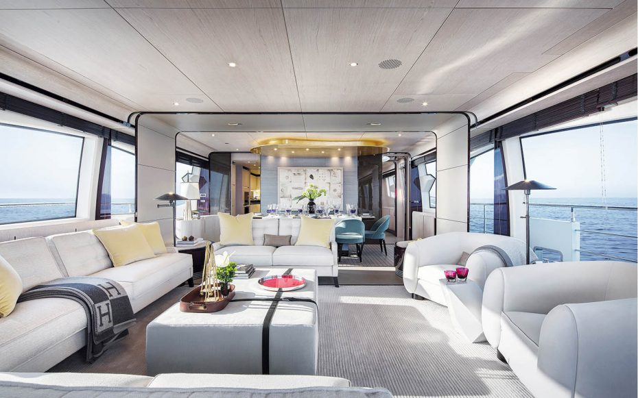 The stately living area of the Azimut Grande 95
