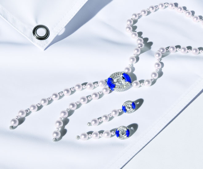 """Precious Float"" necklace and earrings in 18K white gold, diamonds, Japanese cultured pearls and lapis lazuli - Chanel ""Flying Cloud"" high jewelry collection. © CHANEL Haute Joaillerie"