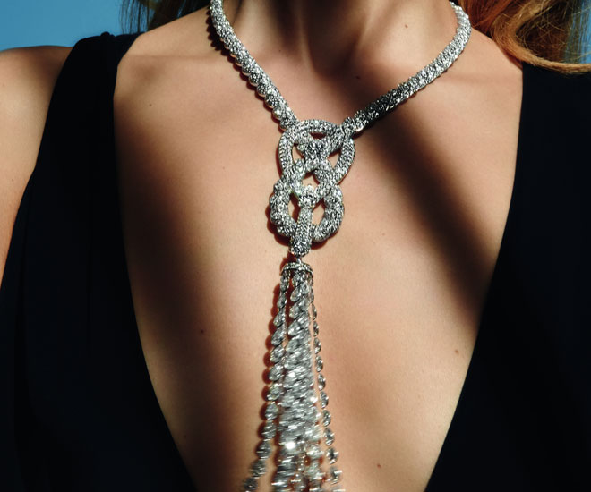 """Endless Knot"" necklace in 18K white gold and diamonds - unique piece - Chanel ""Flying Cloud"" high jewelry collection. © CHANEL Haute Joaillerie"
