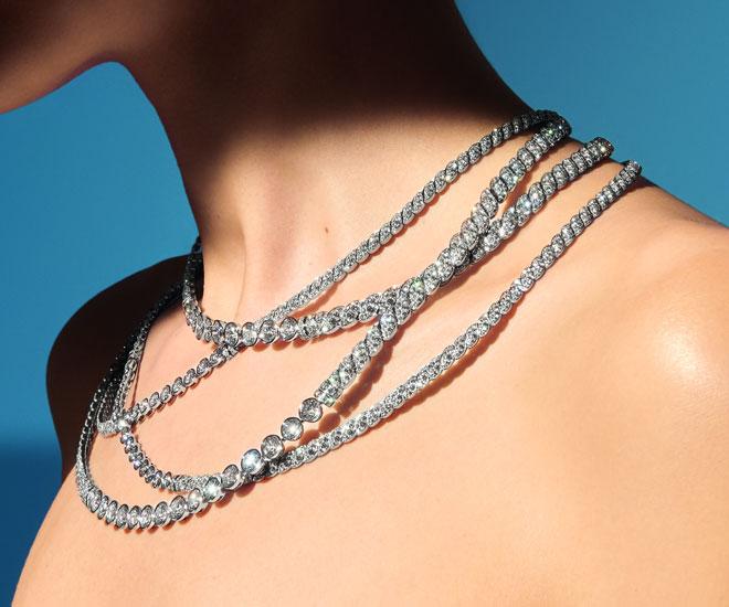 """Collana """"Sparkling Lines"""" in oro bianco 18k, taglio rotondo e diamanti brillanti - pezzo unico - collezione di gioielli di Chanel """"Flying Cloud"""".  © CHANEL Haute Joaillerie"""
