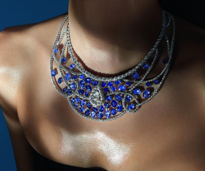 """Collana """"Turchese Waters"""" in oro bianco, diamanti e zaffiri in 18K - Collezione di gioielli """"Flying Cloud"""" di Chanel.  © CHANEL Haute Joaillerie"""