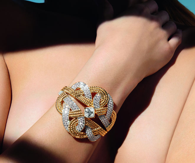 """Golden Braid"" bracelet in 18k yellow gold and diamonds - Chanel ""Flying Cloud"" high jewelry collection. © CHANEL Haute Joaillerie"