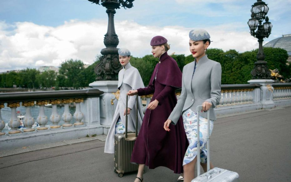 The new Laurence Xu Paris Couture Week Hainen airline uniforms replace fourth generation uniforms which have been in use since 2010. While the new couture uniform do not resemble the old uniforms, it does take iconic elements (the Oriental art-inspired patterns) and the grey colour scheme and updates it with a modern sensibility incorporating the hottest fashion trends.