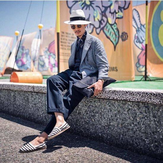 Shuhei Nishiguchi, BEAMS Fashion Director/Buyer executes this blue on blue on blue look during at Pitti Uomo 92 with a linen overcoat and panama hat. Image: @fabriziodipaoloph instagram