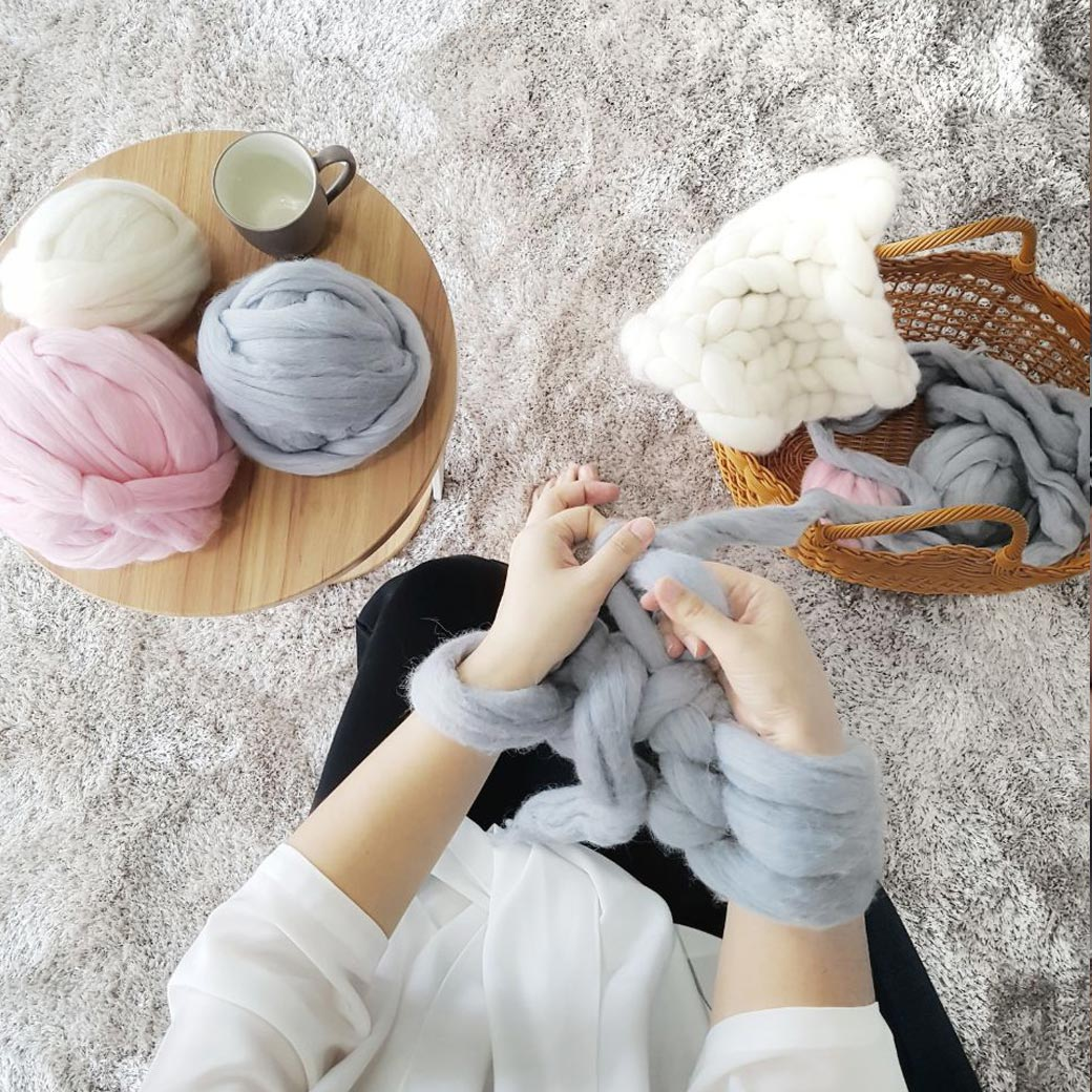 Learn The Basic Technique of Arm Knitting Using Chunky Wool (Merajut Dengan Lengan)