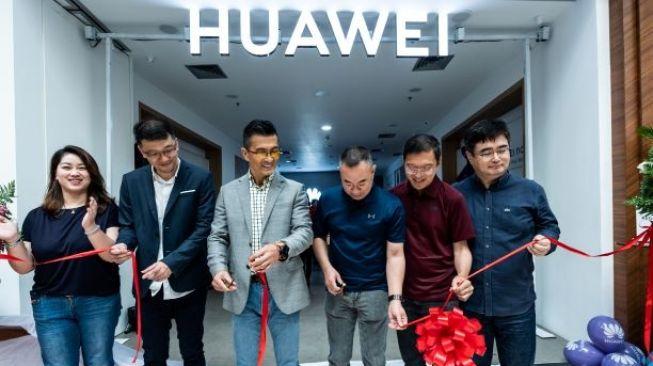 Huawei buka toko baru di PIM 2 (Huawei)