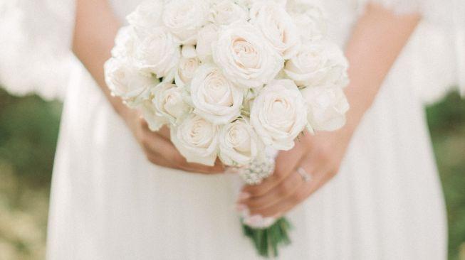 Viral pengantin wanita nangis gara-gara mertua salah pilih gaun dan riasan pernikahan. Bukan bahagia, pengantin bisa jadi tak bahagia di hari pernikahan.