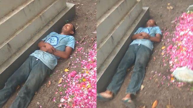 Viral pria tidur di sebelah kuburan masih basah dan bertabur bunga. Netizen pun menerka-nerka alasan si pria tidur di kuburan. Bahkan sampai banjir doa.
