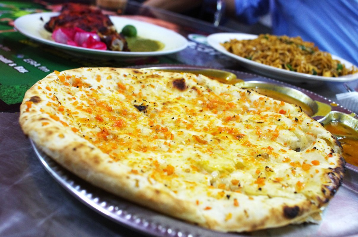 best-breakfast-in-bangsar-devis-corner_garlic-cheese-naan