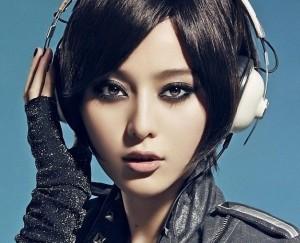 asian_girl_headphones_87453_1920x1080
