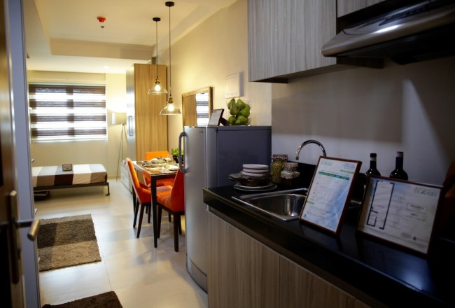A 26.40 square-meter studio unit at Acacia Escalades. Compact furniture and a wall bed maximizes the living area for this type of condo unit. Photo by Bernard Testa, InterAksyon.