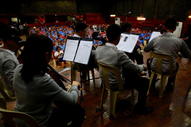 The De La Salle Santiago Zobel Strings perform for wounded soldiers at the AFP Medical Center in Quezon City, August 4, 2016. Photo by Bernard Testa, InterAksyon.