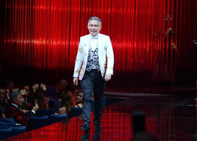 Red Charity Gala 2016 featured designer Chito Vijandre takes a bow after his presentation at The Shangri-la at The Fort, October 8, 2016. Photo by Peter C. Marquez, InterAksyon.