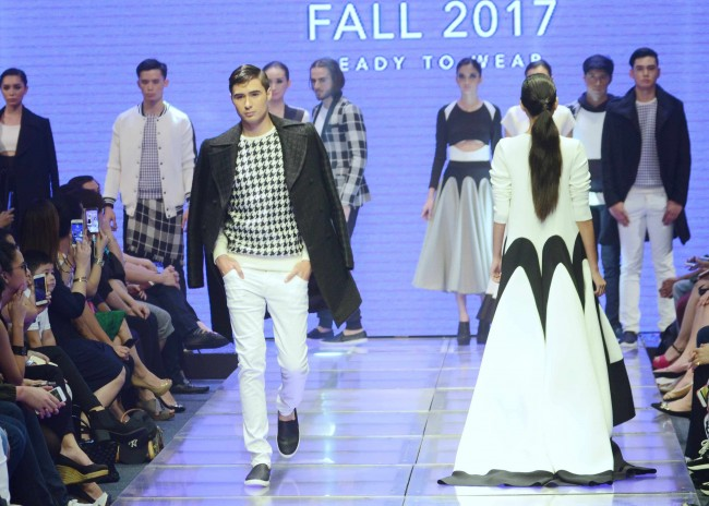 Models present Avel Bacudio's Fall 2017 collection at Manila Fashion Festival, October 21, 2016. Photo by Peter C. Marquez, InterAksyon.
