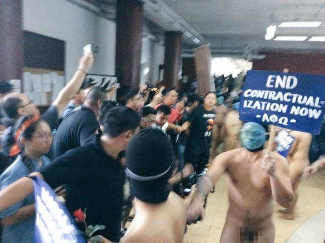 Members of the APO faternity gather at Palma Hall in UP Diliman for the organization's annual Oblation Run, November 25, 2016. Photo published with permission from Noel Cuenca @totoheart on Twitter.