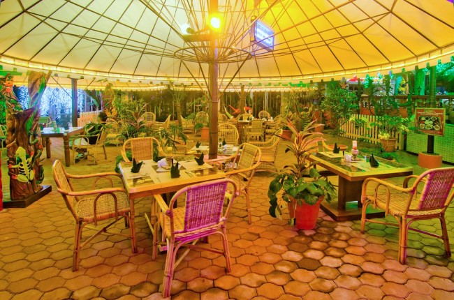 Guests get to enjoy their meals while soaking up the property's lush garden atmosphere. Photo courtesy of Deep Forest Inn.