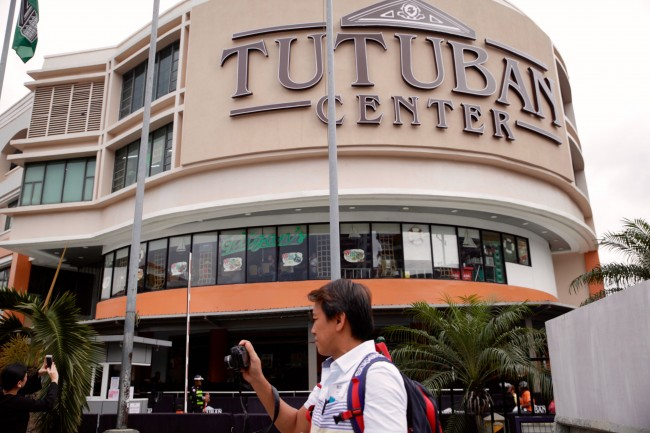 Newly renovated and revitalized Tutuban Center opens its doors to welcome shoppers this holiday season. Photo by Bernard Testa, InterAksyon.