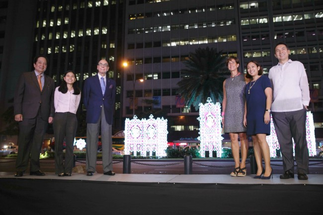 From left, David Balangue, President of MACEA (Makati Commercial Estate Association); Makati Vice Mayor Monique Lagdameo; Don Jaime Zobel de Ayala, founding chairman Ayala group of companies; Patricia Zobel de Ayala, Honorary Consul of the Philippines to Monaco; Makati Mayor Abigail Binay; and Bobby Dy, President of Ayala Land lead the ceremonial lighting of the streets of Makati Central Business District, November 3, 2016. Photo by Bernard Testa, InterAksyon.