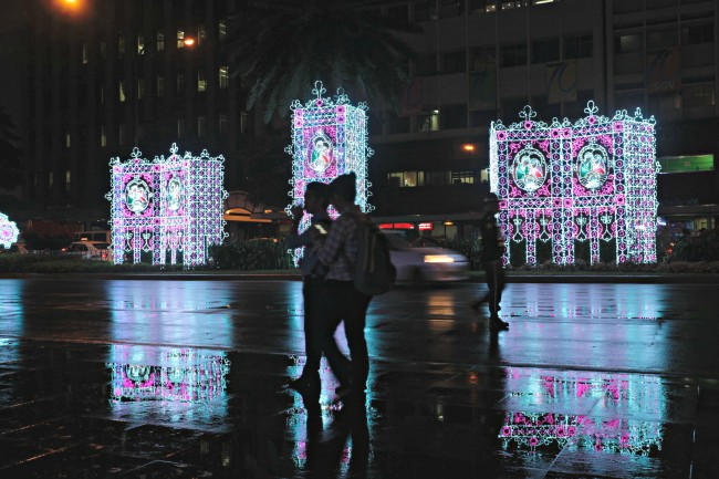 Stained glass-inspired light displays along Ayala Avenue. Photo by Bernard Testa, InterAksyon.