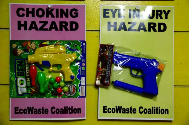 Ecowaste Coalition appeals to parents to avoid hazardous toys. Photo by Bernard Testa, InterAksyon.