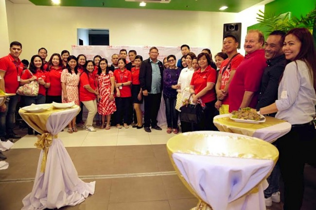 Members of Robinsons Land Corporation and tenants of Robinsons Place Tacloban gather at a Business Partners event Wednesday night, December 7, 2016 at Go Hotel in Tacloban City. Photo by Bernard Testa, InterAksyon.