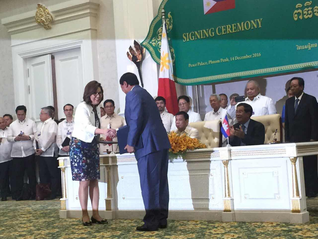 Philippine Department of Tourism secretary Wanda Teo and Minister of Tourism of the Kingdom of Cambodia Fr. Thong Khon recently signed a tourism pact that will start a series of programs that aim to revitalize tourism relations between the two countries. Photo courtesy of DOT.