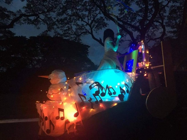 Various student, faculty, and community organizations participate at UP Diliman's traditional Lantern Parade, December 16, 2016. InterAksyon photo.