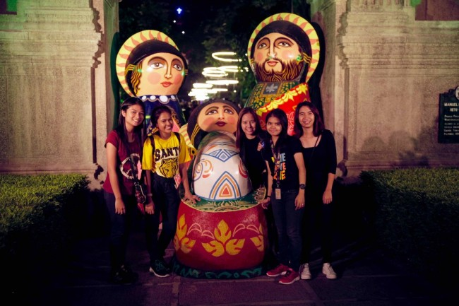 Students enjoy the festive decor at UST's Paskuhan 2016, December 16, 2016. Photo by Bernard Testa, InterAksyon.