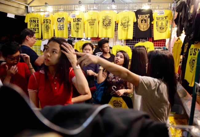 A booth sells t-shirts and other novelty items at UST's Paskuhan 2016 celebration on December 16, 2016. Photo by Bernard Testa, InterAksyon.