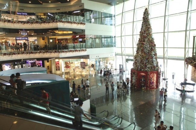 Robinsons Magnolia presents a 'Nutcracker'-themed Christmas this year. The award-winning mall offers free porter service for shoppers' convenience. Photo by Bernard Testa, InterAksyon.