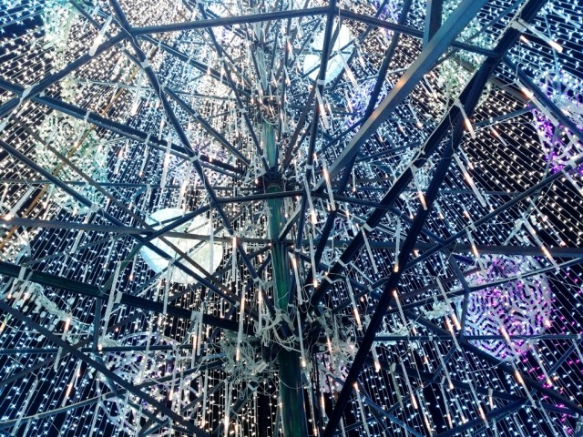 The view inside the 56-feet giant Christmas tree at Circuit Makati. Photo byRomsanneOrtiguero, InterAksyon.