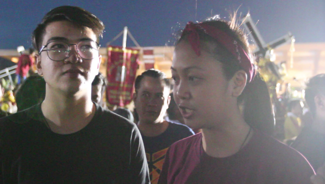 Friends Mary Grace Fermeza, 30, and Vince Flores, 23, came to Traslacion to express gratitude and pray for unity. Photo by Neil Portugal, InterAksyon.