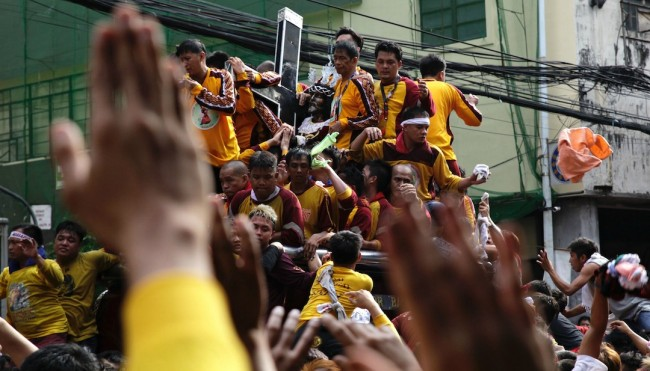 Black Nazarene devotees participate in the Traslacion, January 9, 2017. Photo by Bernard Testa, InterAksyon.
