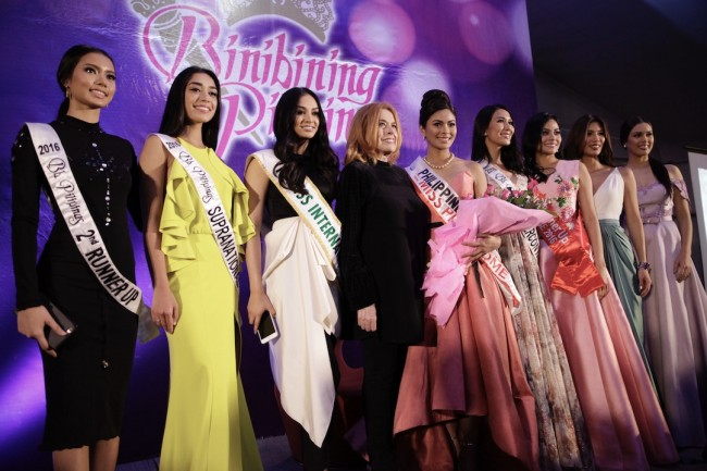 Binibining Pilipinas sisters gave their well wishes to Miss Universe Philippines Maxine Medina (fifth from left). From left to right are 2016 Bb. Pilipinas 2nd runner up Jehza Mae Huelar, Bb. Pilipinas-Supranational Joanna Eden, 2016 Miss International Kylie Verzosa, BPCI chairperson Stella Marquez Araneta, Bb. Pilipinas-Intercontinental Jennifer Hammond, 2016 Miss Globe third runner up Nichole Manalo, 2016 Miss Grand international first runner up Nicole Cordoves, and Bb. Pilipinas 1st runner up Angelica Alita. Photo by Bernard Testa, InterAksyon.