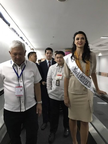 DOT Assistant Secretaries Frederick Alegre (left) and  Daniel Mercado (partly hidden, right) welcome Miss Namibia Lizelle Esterhuizen today, 12 Jan. 2017, at the NAIA Terminal 3. DOT photo.