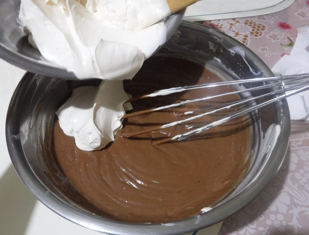 Step 10. Fold in remaining half of the whipped cream to the mixture. Photo by Dolly Dy-Zulueta, InterAksyon.