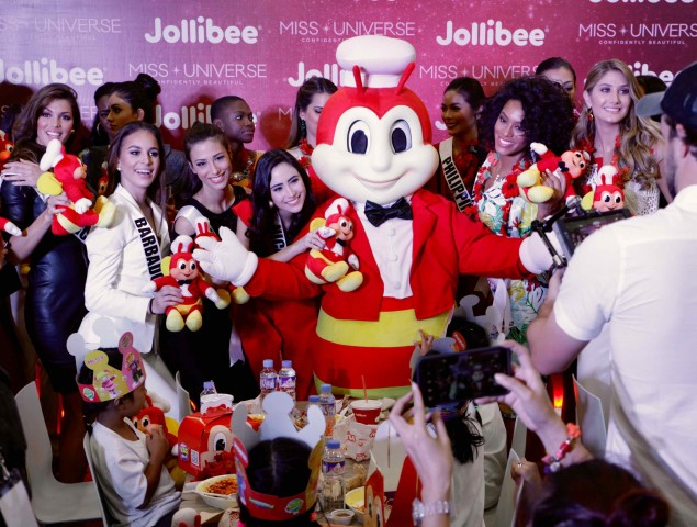 Some Miss Universe candidates met Jollibee, and brought smile to some abandoned and neglected young women at a charity event in Pasay City on Monday, January 23, 2017. Photo by Bernard Testa, InterAksyon.