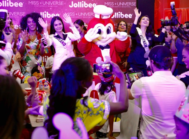 Miss Universe candidates and children from Concordia Children's Services danced with a Jollibee mascot during a visit by the ladies in a Pasay City branch of the fast-food restaurant on January 23, 2017. Photo by Bernard Testa, InterAksyon.