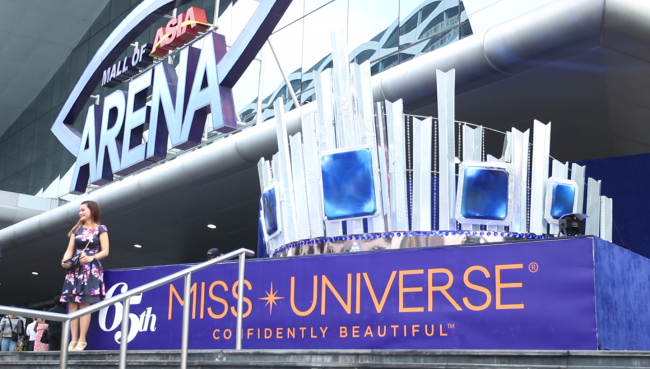 A replica of the Miss Universe crown at MOA Arena in Pasay City has become a popular attraction among tourists and pageant fans. On Monday, June 30, the 65th Miss Universe crown happened at the SM Mall of Asia Arena in Pasay City. Photo by Neil Portugal, InterAksyon.