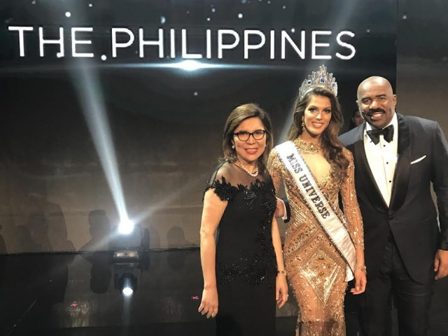 Tourism Secretary Wanda Teo joins newly crowned Miss Universe Iris Mittenaere of France. Also in this photo is actor-host Steve Harvey.