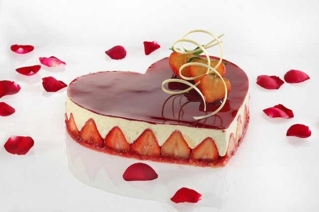 Finish your romantic meal at Diamond Hotel such as this heart-shaped cheesecake at the Lobby Lounge. Photo courtesy of Diamond Hotel.