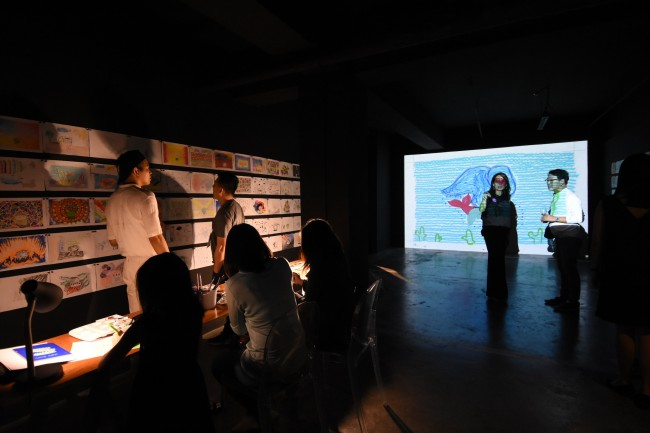 Dex Fernandez' 'Garanimation Project' features a video animation and interactive drawing installation. Photo by Peter C. Marquez, InterAksyon.