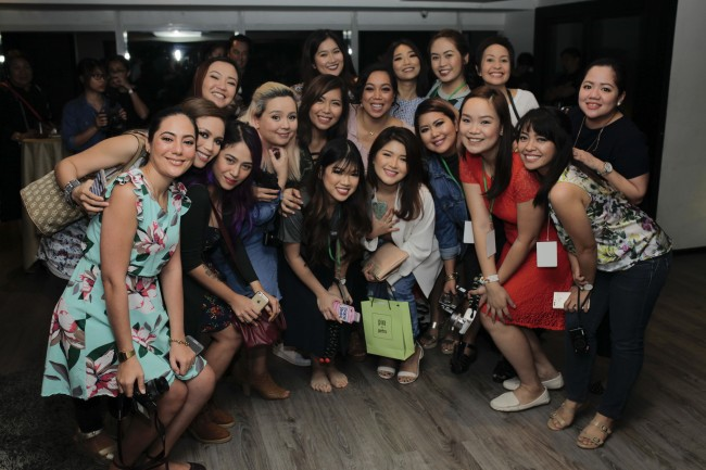 Judy poses with local beauty bloggers and vloggers. Photo courtesy of Mommy Mundo.