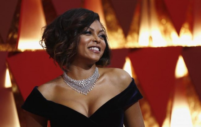 """""""Hidden Figures"""" star Taraji P. Henson arrives at the Oscards red carpet in  cleavage-bearing midnight blue Alberta Ferretti gown, February 26, 2017 (US time). REUTERS/Mario Anzuoni."""