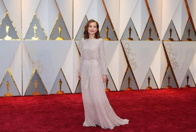 Best Actress nominee Isabelle Hupert, in an Armani Prive gown, arrives at the red carpet of the 89th Academy Awards in Hollywood, California, February 26, 2017 (US time). REUTERS/Mike Blake.