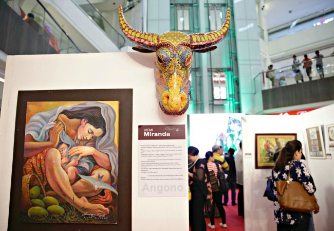 Celebrated artist Nemiranda's paintings are on view at Robinsons Galleria. The art show titled 'Figura Filipina' features two other artist and runs from February 24 till March 4, 2017. Photo by Bernard Testa, InterAksyon.