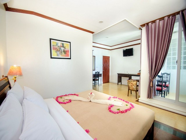 Spacious suite with king-size bed. Photo courtesy of Royal Park Resort.