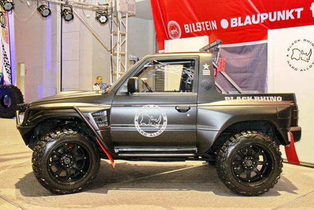 Mitsubishi Pajero on Black Rhino